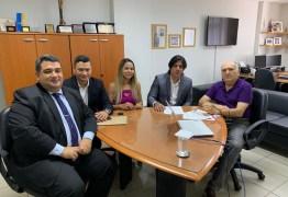 'EM CONFORMAÇÃO COM O TRIBUNAL': Luís Torres encontra vice presidente do TCE e expõe novo procedimento para compra de espaços publicitários na internet