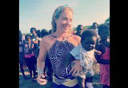 Angélica posa com bebê na África e fãs especulam adoção