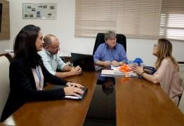 João Azevêdo discute parcerias com dirigentes da Caixa Econômica na Paraíba