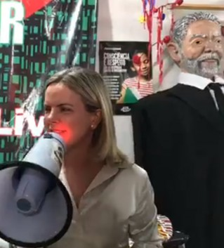 """gleisi 4 319x353 - Lula sai em defesa de Maduro: """"Bolsonaro não consegue cuidar do filho e quer se meter no país alheio"""""""