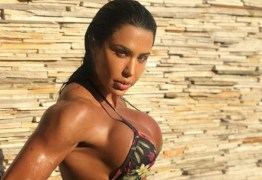 Gracyanne Barbosa posa de lingerie e enlouquece a web