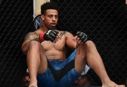 Ex-NFL explica desclassificação no UFC após golpe ilegal: 'Erro primário'