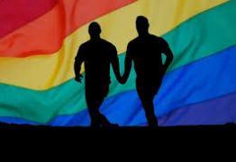 HOMOFOBIA EM JP: pedras em gays; piscadela entre policiais e agressores