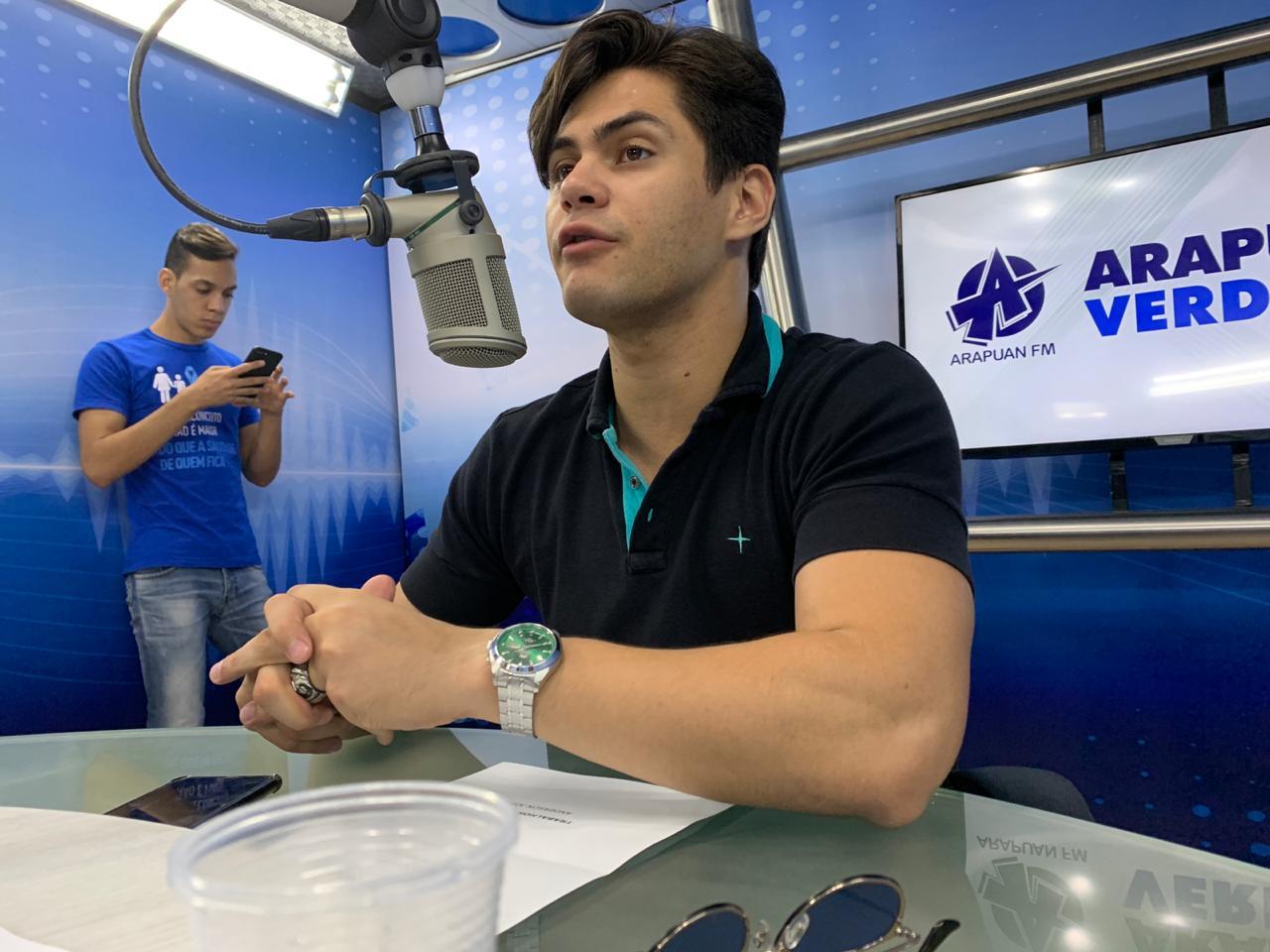 lucas veloso arapuan verdade - VEJA VÍDEO: 'Há muitos anos o humor já sofre com uma ditadura no Brasil', afirma Lucas Veloso
