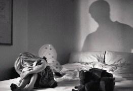 Mulher é presa após agredir possível estuprador da filha de 5 anos