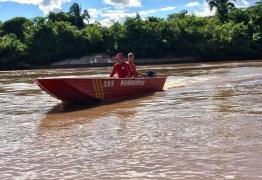 Canoa vira e menino de 12 anos desaparece em rio