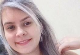 """Jovem é morta com tiro disparado pelo namorado que """"brincava"""" com arma dentro de casa"""