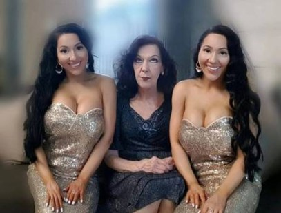 xblog twins 4.jpg.pagespeed.ic . ejsDRb5a9 300x228 - Mãe das 'gêmeas mais idênticas do mundo' quer que elas engravidem juntas do mesmo homem