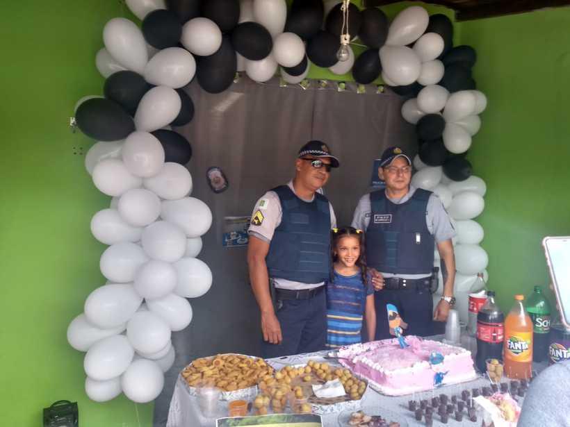 20190211100206532664u - SONHO: Garota de 9 anos escolhe Polícia Militar como tema de festa de aniversário
