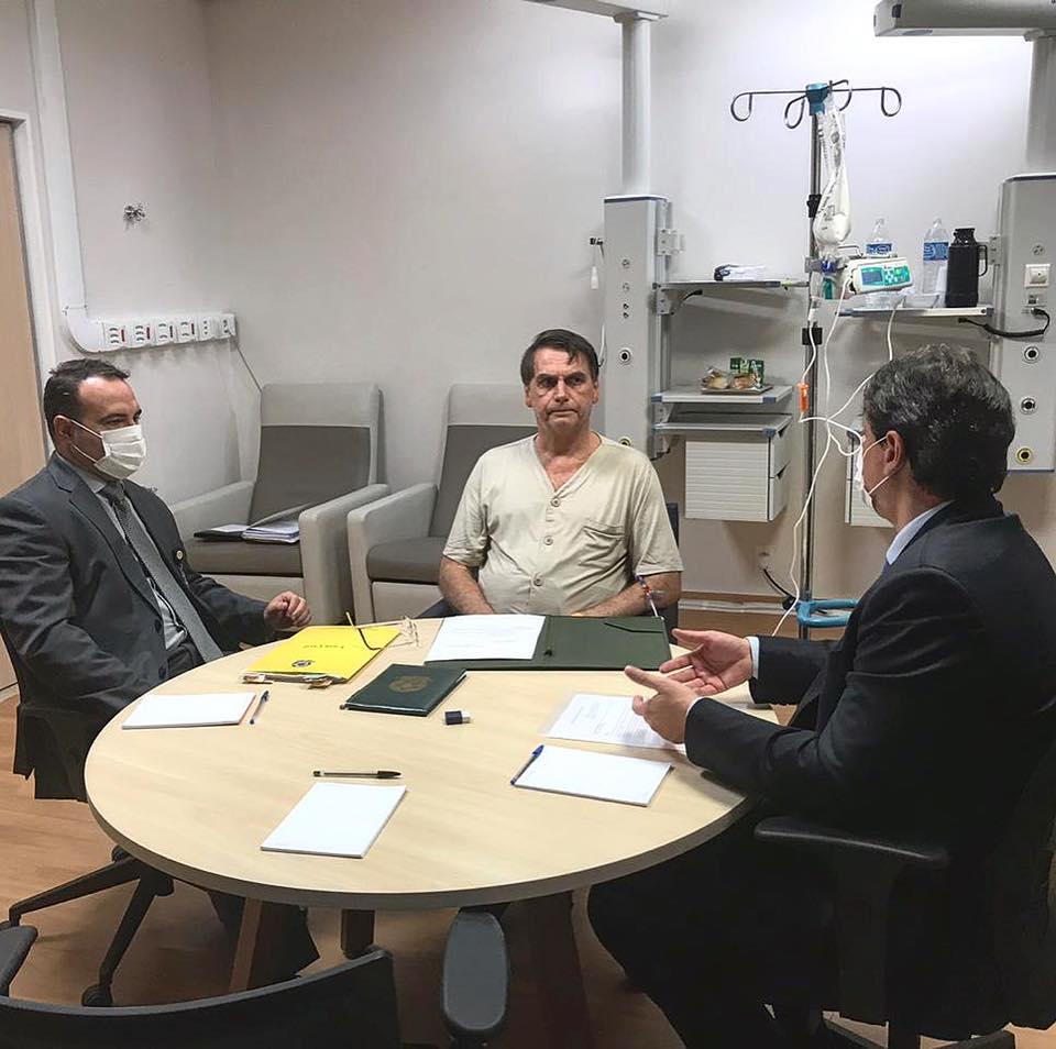 Bolsonaro amplia validade da CNH para 10 anos e acaba com simuladores em autoescolas