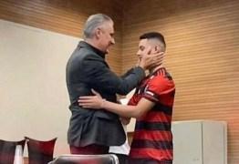 Sobrevivente de incêndio no Flamengo posta foto com Tite: 'Espero poder te reencontrar'