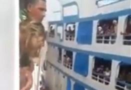 DESESPERO: Navios fazem 'racha' deixam passageiros em pânico; VEJA VÍDEO