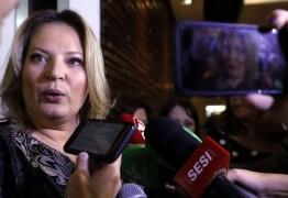 Deputada, líder do governo no Congresso, diz que, por reforma, pede voto até ao PT