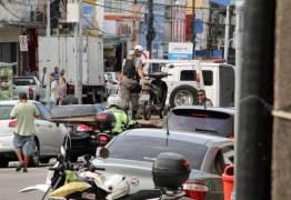 'PROIBIDO ESTACIONAR': 50 motoristas são multados em uma só dia por impedir acesso de cadeirantes, em JP