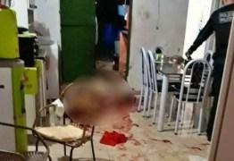 Filho mata o pai a pauladas e diz que recebeu ordem de 'espíritos do mal'