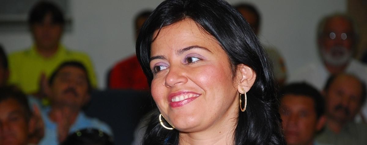Polyanna Dutra - Deputada adverte para perigo de 'inchaço' da base de Azevedo