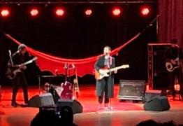 Adriana Calcanhoto volta ao Teatro Pedra do Reino no encerramento na nova turnê – VEJA OS VÍDEOS