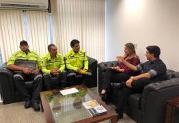 Daniella Ribeiro recebe agentes de trânsito de Campina Grande