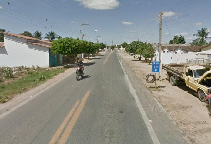 aaaaaaaa 1 696x473 - SURTO PSICÓTICO: Homem é morto a tiros pelo sobrinho após ameaçar família com facão