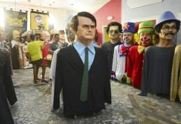 Governo federal oferece segurança para o boneco de Bolsonaro