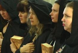 As bruxas que apoiam o presidente da Rússia, Vladimir Putin, com rituais e orações políticas