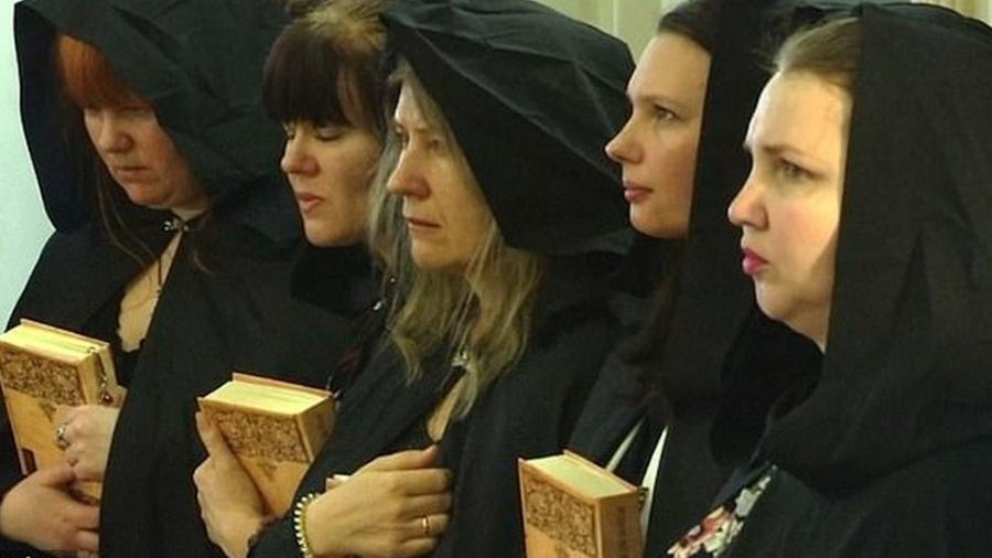 btr - As bruxas que apoiam o presidente da Rússia, Vladimir Putin, com rituais e orações políticas