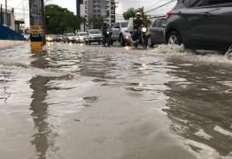 Caos e congestionamentos na capital após 100 mm de chuva em dois dias