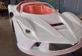 Fábrica de Ferraris e Lamborginis falsas é descoberta pela polícia