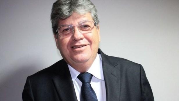 joao aze 1 300x170 - Governador reitera na ALPB que sua gestão não distingue paraibanos e reafirma seu compromisso com o desenvolvimento da Paraíba