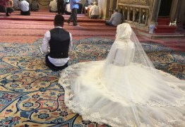 Noiva é chamada de 'estúpida' e se divorcia três minutos após o casamento