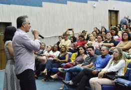 Luciano Cartaxo reúne diretores e professores em palestra motivacional na preparação do ano letivo que inicia na terça