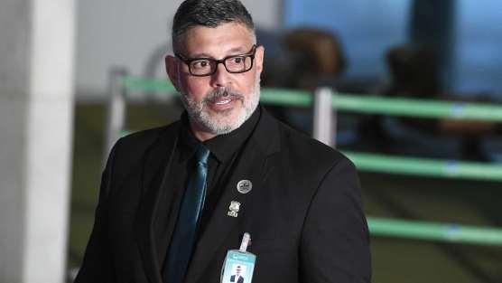 naom 5c5465822af5f 300x169 - 'Laranja podre vai cair', diz Frota sobre investigações no PSL