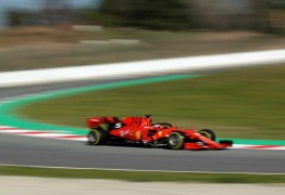 Vettel sofre acidente em corrida pela pré-temporada em Barcelona
