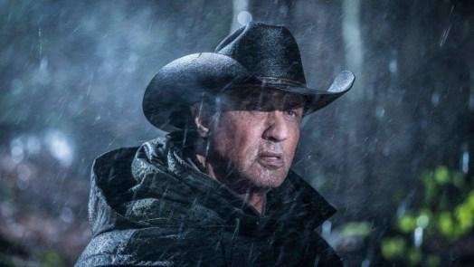 o ator sylvester stallone em cena de rambo 5 1542653440914 v2 900x506 300x169 - Mais velho e com a mesma raiva: Stallone mostra como Rambo mudou em 34 anos