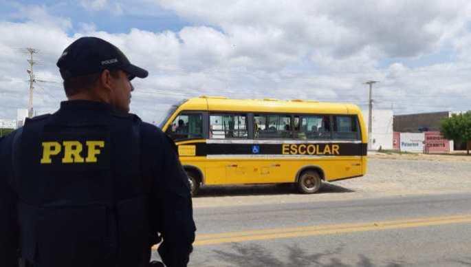 onibus escolar santa terezinha apreendido licenciamento vencido transporte ilegal adultos 090219 PRF PB 300x170 - NA PARAÍBA: ônibus escolar é apreendido pela PRF após levar adultos a enterro