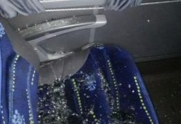 ATAQUE: Ônibus do Campinense é atingido por pedradas na saída do estádio Amigão