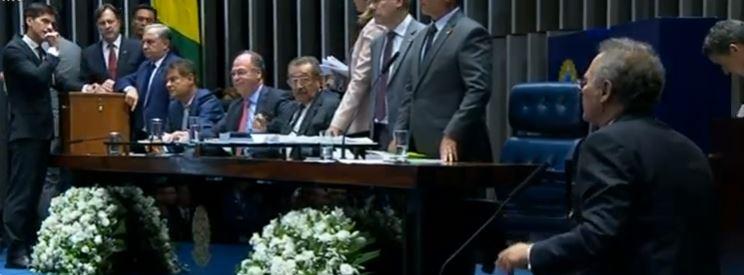 renan calheiros desistência - Renan Calheiros é vaiado e retira candidatura para presidência do Senado Federal, 'Eu não sou o Jean Willys'