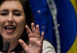 Simone Tebet retira candidatura e apóia Davi Alcolumbre para presidência do Senado