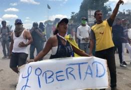Manifestantes e militares venezuelanos entram em confronto novamente na fronteira com o Brasil