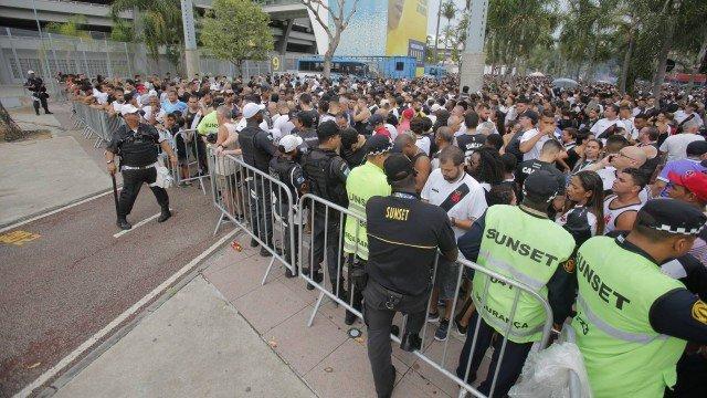 xmaracana.jpg.pagespeed.ic .lF1Kt6HFkF - Vasco ressarcirá torcedores que não assistiram ao clássico no Maracanã