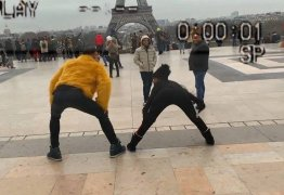 MC Mirella rebola na Torre Eiffel e chama atenção de gringos; VEJA VÍDEO