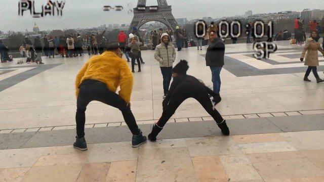 xmc mirella 4.jpg.pagespeed.ic .4xGTlncwLd - MC Mirella rebola na Torre Eiffel e chama atenção de gringos; VEJA VÍDEO