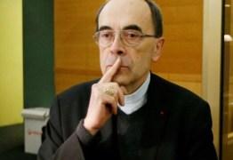 Cardeal é condenado por silêncio diante de abusos sexuais