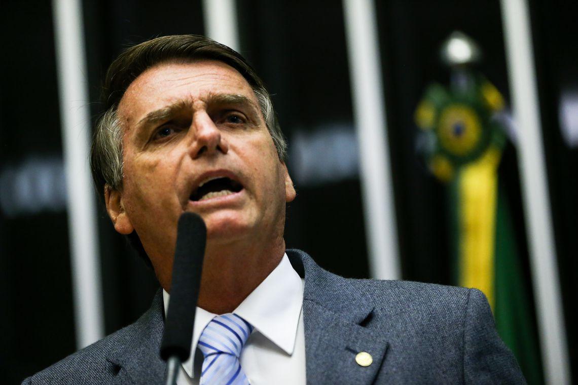 1064001 1 02.02.2017 mcamg 9890 - Bolsonaro participa de assinaturas de contratos do setor elétrico