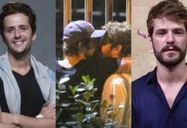 Galã da Globo teria sido flagrado brigando com bonitão da Record após beijo polêmico