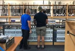 Neozelandeses entregam voluntariamente suas armas após massacre