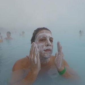 52587379 186673392308457 3603748558739178351 n 300x300 - Fabio Porchat registra momento em que nadou totalmente nu na Inslândia