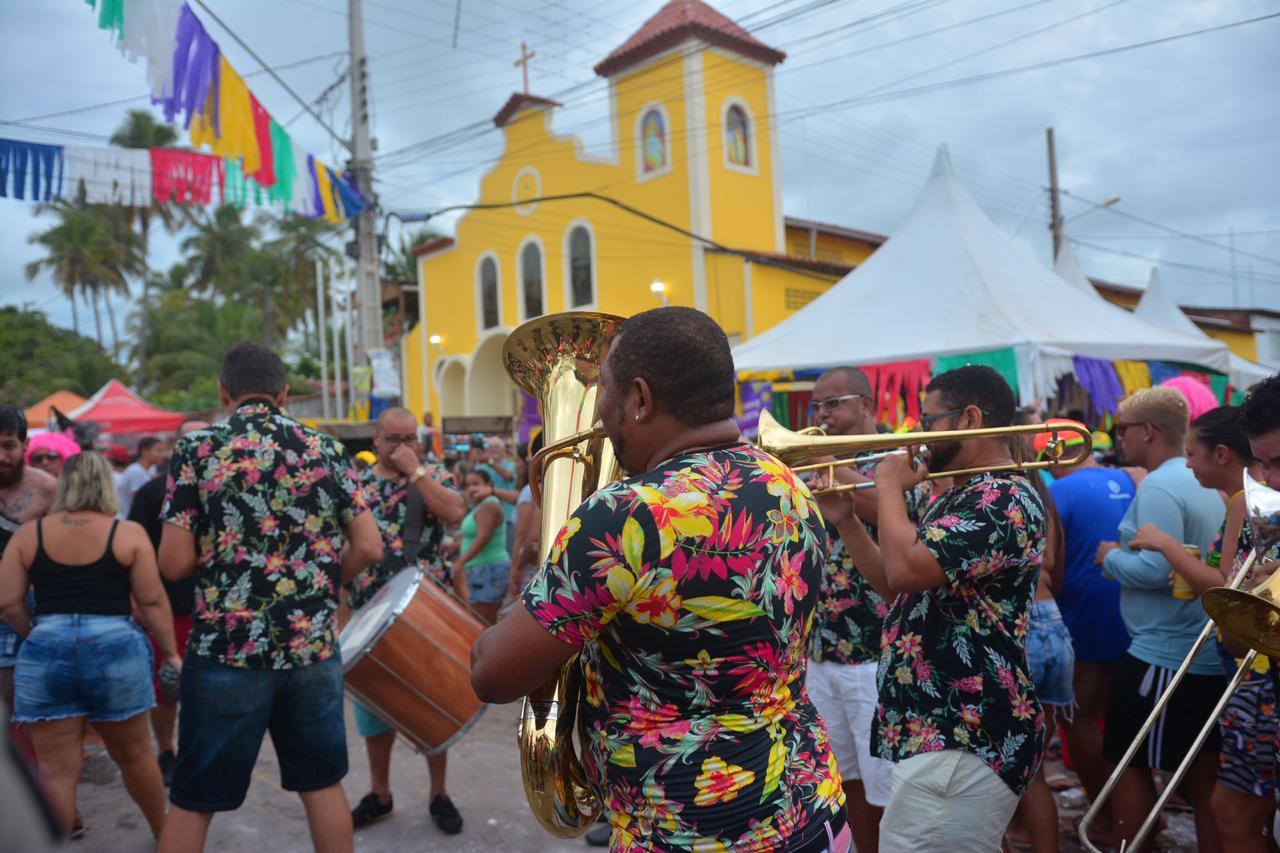 Blocos Carnaval Jacumã Domingo Fotos Thercles Silva 8 - Ao som das Orquestras de frevo, blocos arrastam grande público no Corredor da Folia em Jacumã