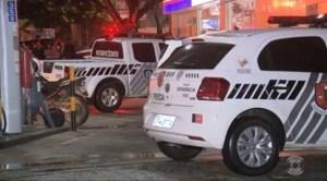 CARRO POLICI A DUPLO 300x166 - COM SINAIS DE ESPANCAMENTO: flanelinha é encontrado morto em escadaria embaixo de shopping na capital