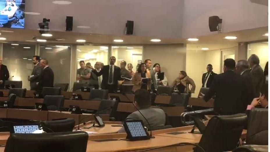 Capturaro 1 - TEMPO FECHA NA ALPB: Deputados trocam farpas após RC ser acusado de ladrão - VEJA VÍDEO